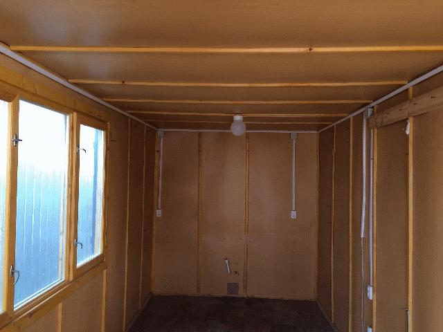 Отделка бытовки строительной с тамбуром внутри